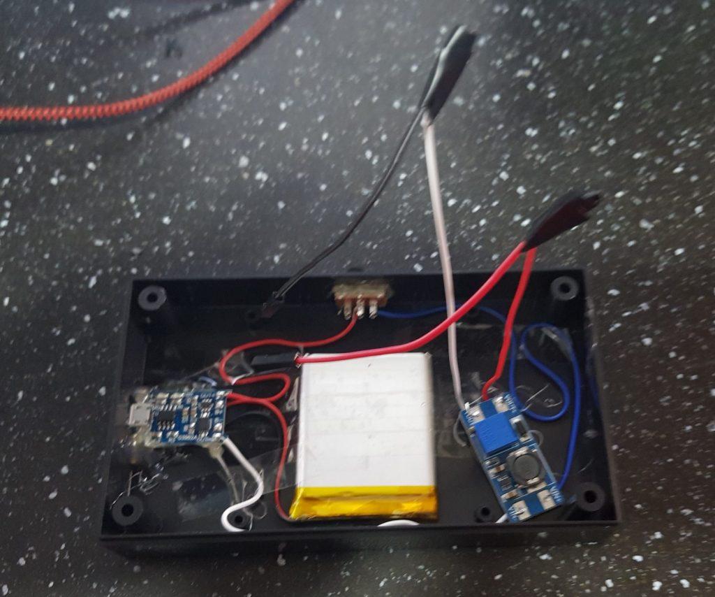 bottom component / battery pack internals